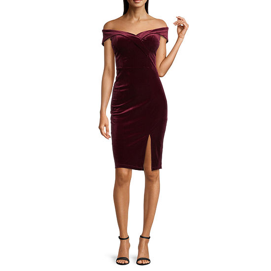 Premier Amour Off The Shoulder Velvet Sheath Dress
