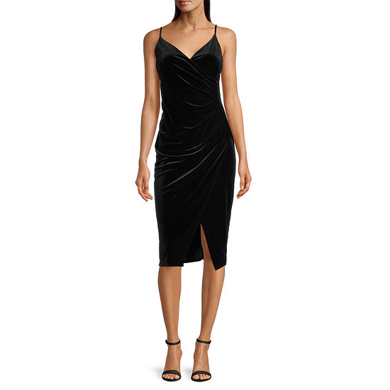 Premier Amour Sleeveless Velvet Wrap Dress
