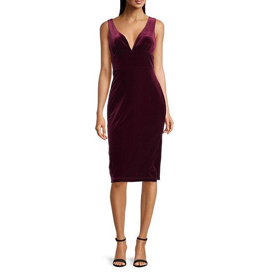 Premier Amour Sleeveless Velvet Sheath Dress