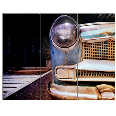 Designart Front Headlight Of Vintage Car Cars Canvas Art Print - 3 Panels