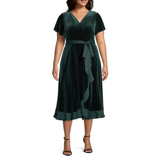 Danny & Nicole-Plus Short Sleeve Velvet Midi Wrap Dress