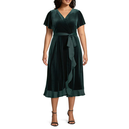 1940s Plus Size Fashion: Style Advice from 1940s to Today Danny  Nicole-Plus Short Sleeve Velvet Midi Wrap Dress 2x  Green $41.24 AT vintagedancer.com