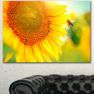 Designart Beautiful Sunflowers Blooming Large Animal Canvas Art Print