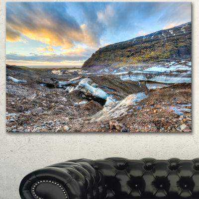 Designart Vatnajokull Glacier Trail Iceland LargeSeashore Canvas Art Print - 3 Panels