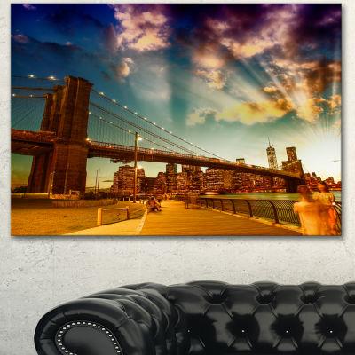 Designart Relaxing In Brooklyn Bridge Park LargeCityscape Canvas Art Print - 3 Panels