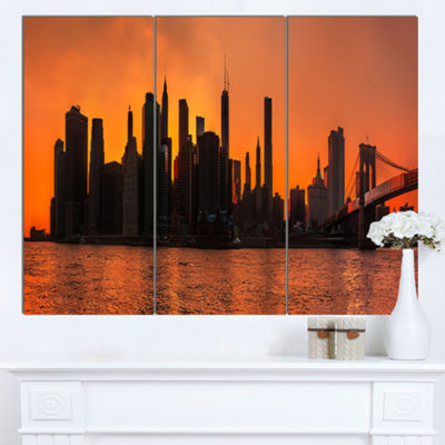 Designart Silhouettes Of Manhattan Panorama ExtraLarge Canvas Art Print - 3 Panels