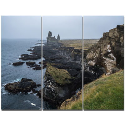 Designart Rocky And Scenic Iceland Beach LandscapeCanvas Art Print - 3 Panels