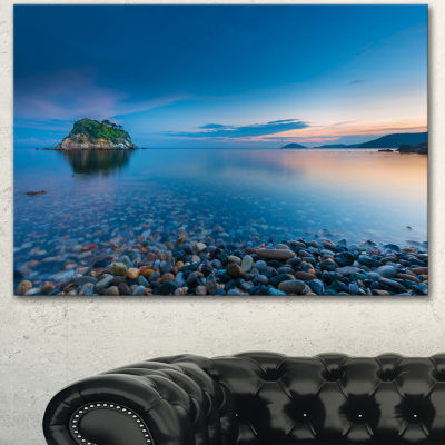 Designart Green Isle At Stony Coast Large SeashoreCanvas Wall Art - 3 Panels