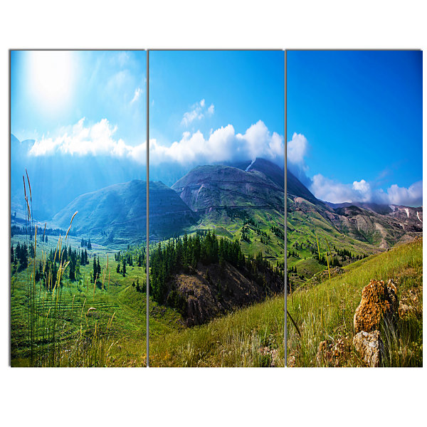 Designart Mountain Landscape Panorama Landscape Canvas Art Print - 3 Panels