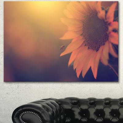 Designart Vintage Photo Of Sunflower Close Up Large Floral Canvas Art Print - 3 Panels