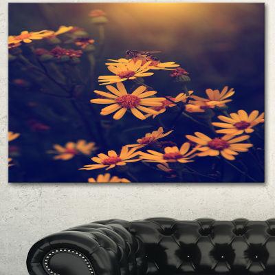 Designart Vintage White Wild Flowers And Bee LargeFloral Canvas Art Print