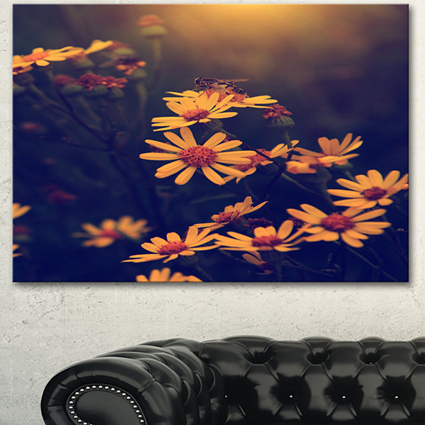 Designart Vintage White Wild Flowers And Bee LargeFloral Canvas Art Print - 3 Panels