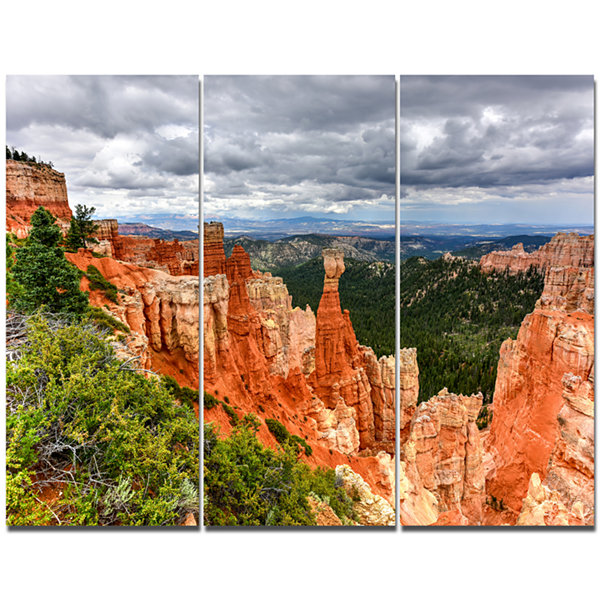 Designart Bryce Canyon National Park Landscape Canvas Art Print - 3 Panels