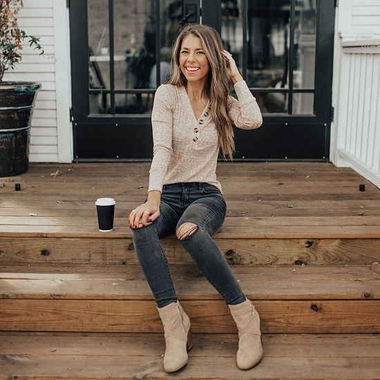 Natalie's Faves: Button Front Shirt & Skinny Jeggings