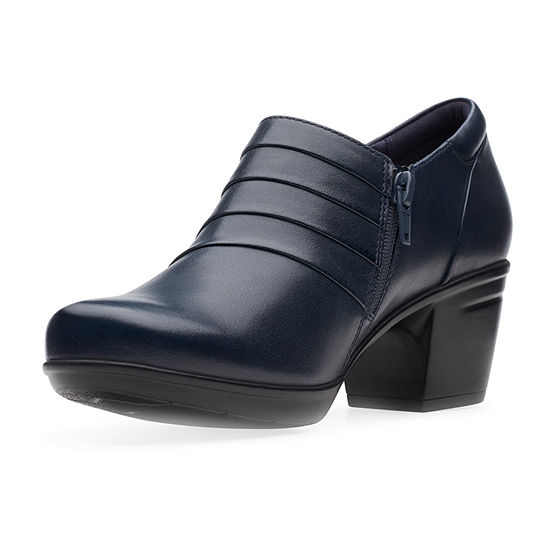 Clarks Womens Emslie Guide Closed Toe Slip-On Shoe