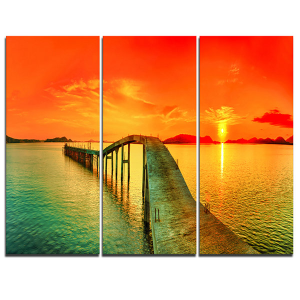 Designart Fabulous Sunset Panorama Photography Seascape Canvas Print - 3 Panels