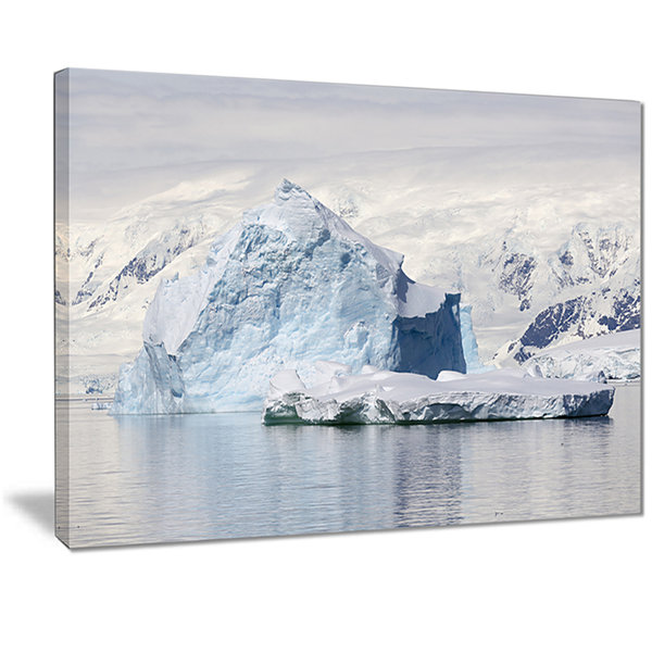 Designart Antarctica Mountains Landscape Photo Canvas Art Print