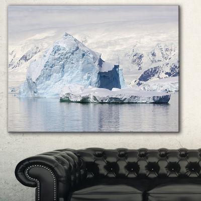 Designart Antarctica Mountains Landscape Photo Canvas Art Print - 3 Panels