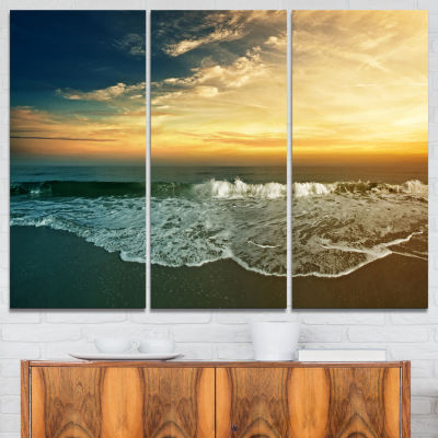 Designart Beach Panorama Landscape Art Print Canvas - 3 Panels