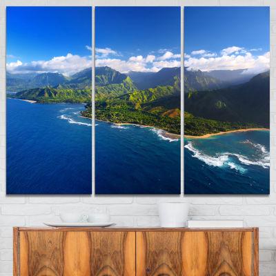 Designart Na Pali Coast Wide View Beach Photography Canvas Print - 3 Panels