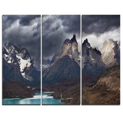 Designart Torres Del Paine Cuernos Mountains Photography Canvas Art Print - 3 Panels