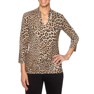 Lark Lane Must Haves II 3/4 Sleeve V Neck Leopard T-Shirt-Womens