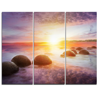 Designart Evening Sun Over Moeraki Boulders Seashore Photo Canvas Print - 3 Panels