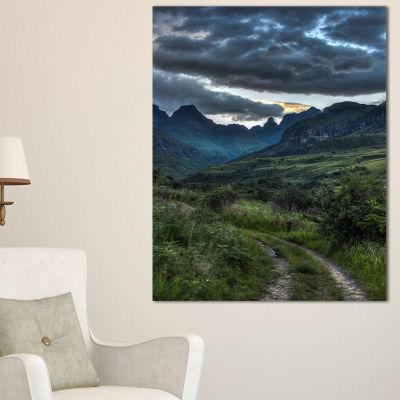 Designart Giants Castle Hills Landscape Photography Canvas Art Print