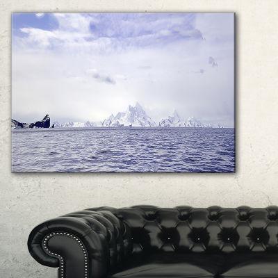 Designart Antarctic Sea With Icebergs Seascape Canvas Art Print - 3 Panels