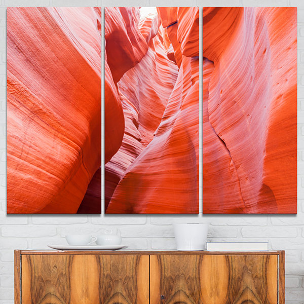 Designart Antelope Canyon Walls Landscape Photo Canvas Art Print - 3 Panels