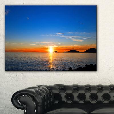 Designart Bright Sunset In Gulf Of La Spezia Seascape Canvas Art Print - 3 Panels