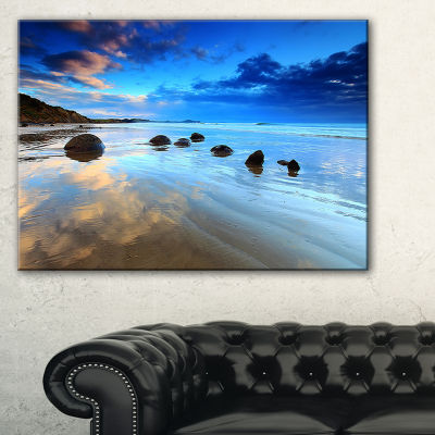 Designart Cloudy Sky Over Moeraki Boulders Seashore Photo Canvas Art Print - 3 Panels