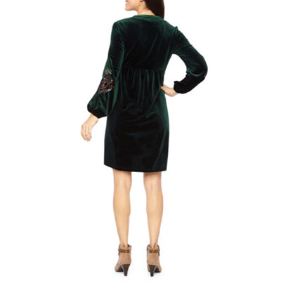 Vivi By Violet Weekend 3/4 Sleeve Embroidered Velvet Shift Dress