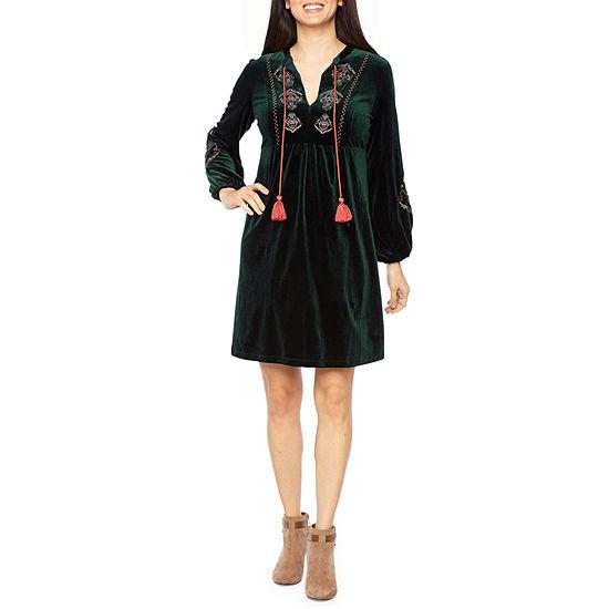 Vivi By Violet Weekend Long Sleeve Embroidered Velvet Shift Dress