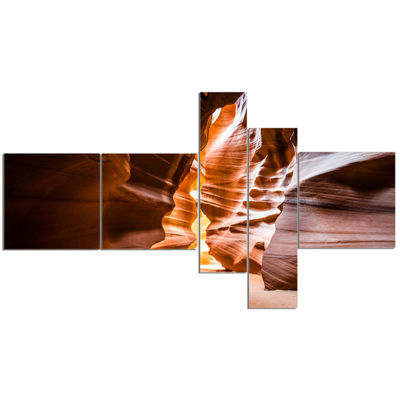 Designart Antelope Canyon In Sunshine MultipanelLandscape Photo Canvas Art Print - 5 Panels