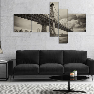 Designart Manhattan Bridge In Dark Gray MultipanelCityscape Photo Canvas Print - 4 Panels