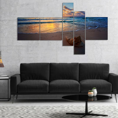 Designart Quiet Seashore During Sunset MultipanelSeashore Canvas Art Print - 4 Panels