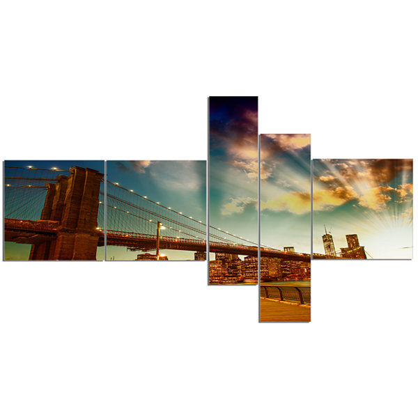 Designart Relaxing In Brooklyn Bridge Park Multipanel Cityscape Canvas Art Print - 5 Panels
