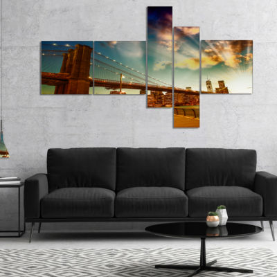 Designart Relaxing In Brooklyn Bridge Park Multipanel Large Cityscape Canvas Art Print - 4 Panels