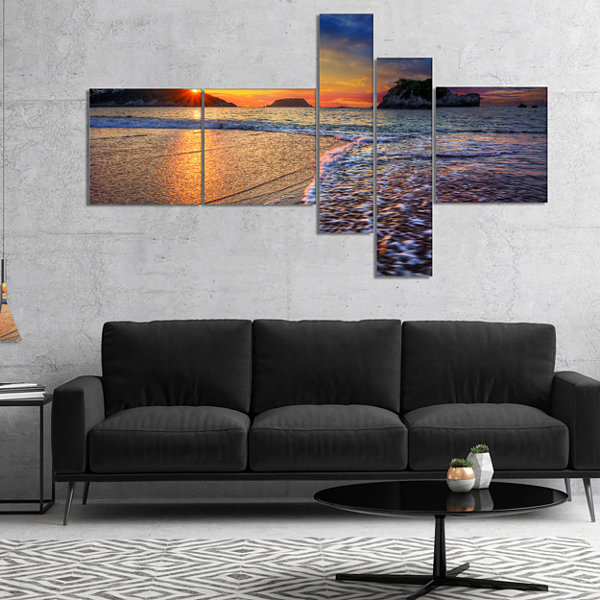 Designart Sandy Beach With Rush Waves MultipanelSeashore Canvas Art Print - 5 Panels