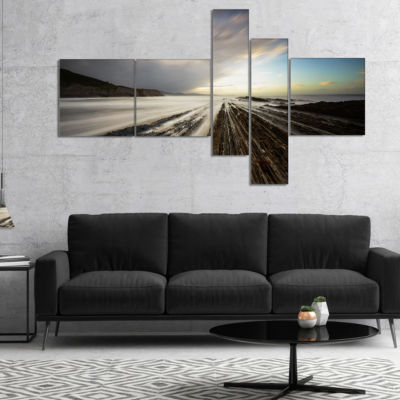 Designart Surreal Atlantic Ocean Coast MultipanelSeashore Photo Canvas Art Print - 5 Panels