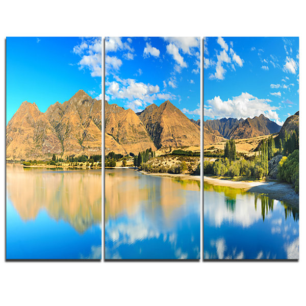 Designart Wanaka Lake Landscape Photography CanvasArt Print - 3 Panels
