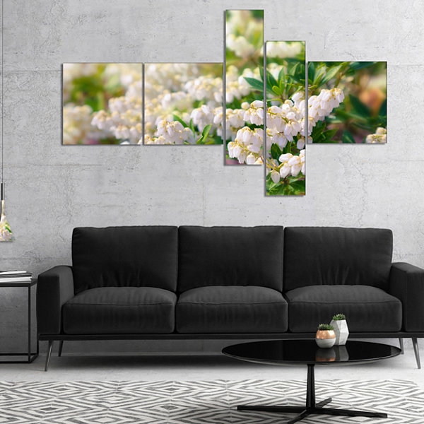 Designart Beautiful Blooming White Flowers Multipanel Floral Canvas Art Print - 4 Panels