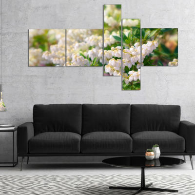 Designart Beautiful Blooming White Flowers Multipanel Floral Canvas Art Print - 5 Panels
