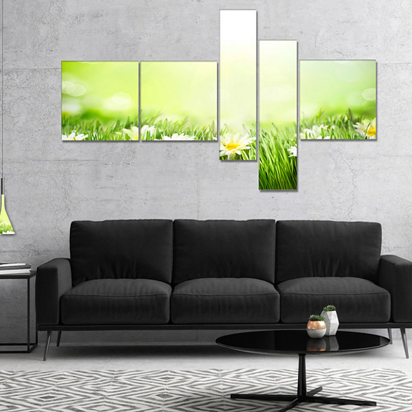 Designart Spring Meadow With Daisies Multipanel Large Animal Canvas Art Print - 4 Panels