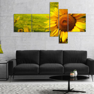 Designart Tuscany Sunflowers On Green Multipanel Floral Canvas Art Print - 4 Panels