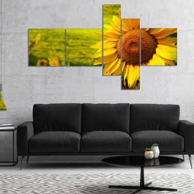 Designart Tuscany Sunflowers On Green MultipanelFloral Canvas Art Print - 4 Panels