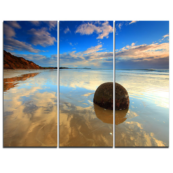 Designart Sunrise At Moeraki Boulders Seashore Photo Canvas Art Print - 3 Panels