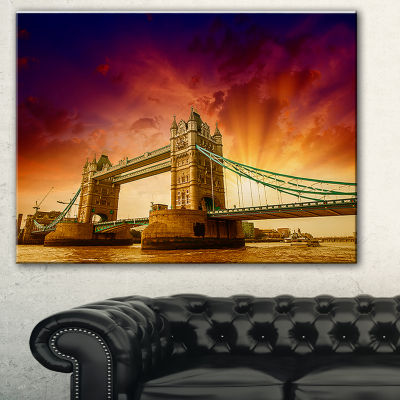 Designart Tower Bridge In Its Magnificence Cityscape Photo Canvas Print - 3 Panels