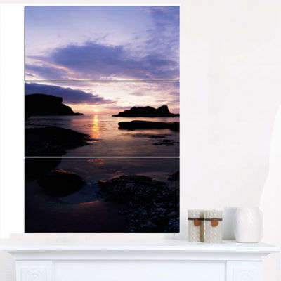 Designart White Park Bay Beach Photography CanvasArt Print - 3 Panels